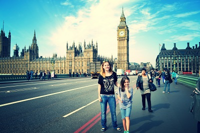 kids in front of big ben