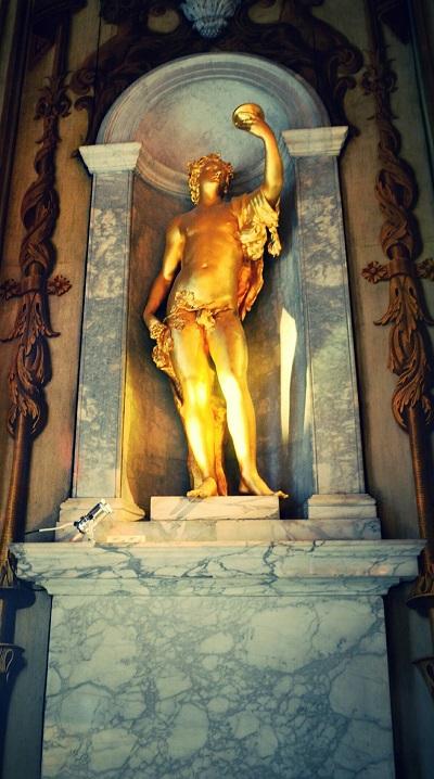 statue in kensington palace