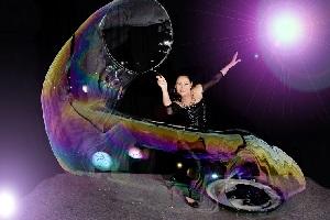 Gazillion bubble show women