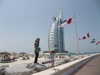 kids in front of burj al arab