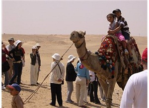 kids on a camel in Cair
