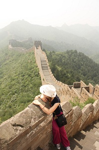 girl on great wall of china
