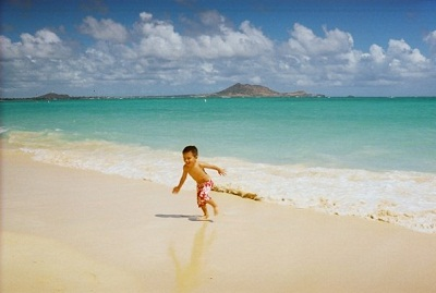 toddler on beach in hawaii
