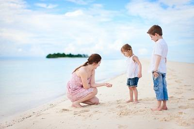 kids on the beach in the bahama