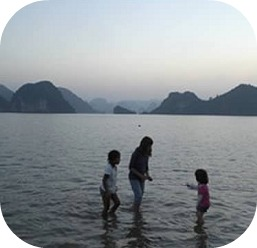 kids in halong ba
