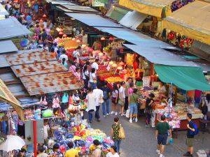 market in Mong Kong
