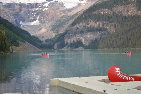 canoeing in lake louise