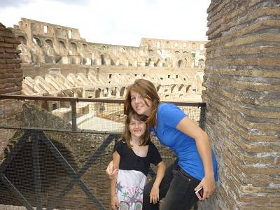 2 kids at the Coloseum in Rom