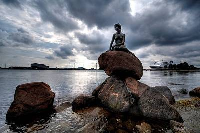 little mermaid statue in Denmark