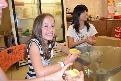 girl trying egg tart