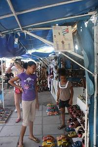 kids at the varadero markets